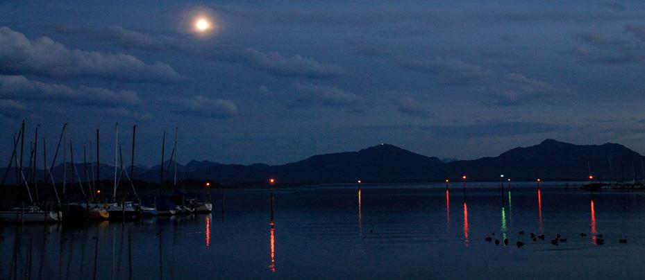 Nacht am See in Bayern