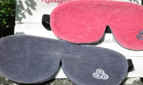 Die schmalen Schalbrillen gibt es in Rosa oder edlem Grau.