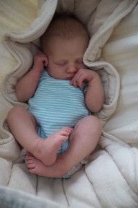 Baby schläft in der Hängematte