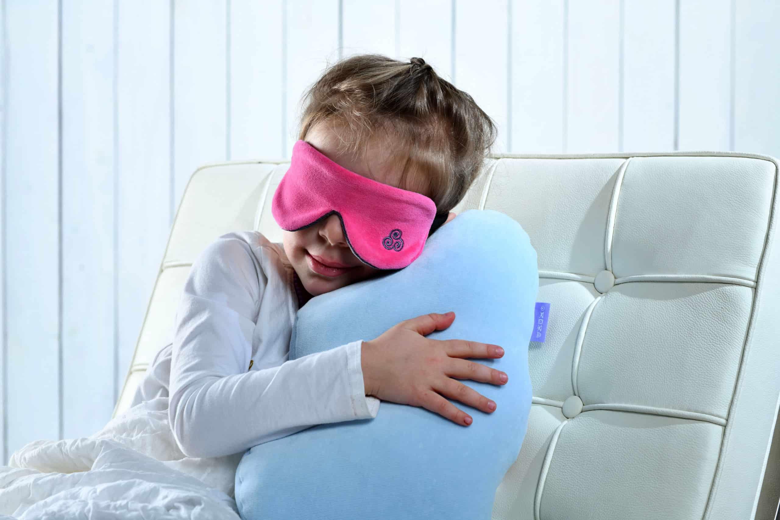 Schlafen mit Cumulu Kissen und Schlafmaske